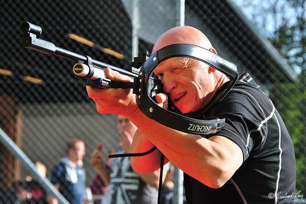 Biathlonsimulator, Biathlon-Simulator, mit Biathlon-Tragegestell