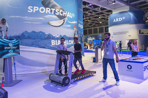 Biathlonsimulator, Biathlon-Simulator, mit Laufband