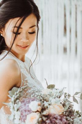 Foto: Tina Niederprüm, Model: Tuyet My, Deko: Ein Sommernachtstraum, Blumen: Lily Deluxe, Assistenz: KundK