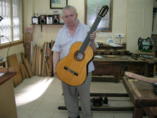 MANUEL REYES LUTHIER PHOTO 2