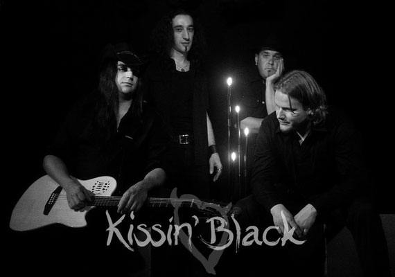 "kissin' black ""040707"" 2009 | by gut.ch"
