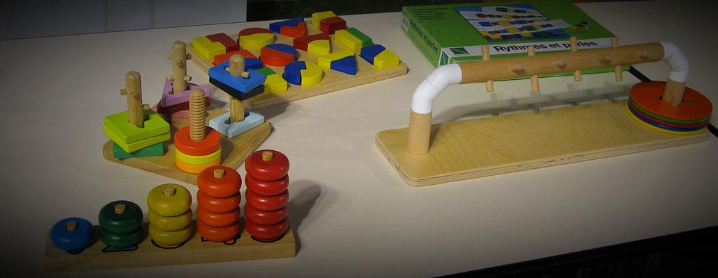 jeux de manipulation et d'assemblage : formes, couleurs sur supports variés