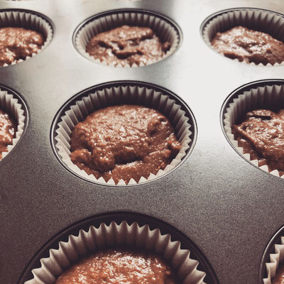 Muffinblech mit Schokoladenteig