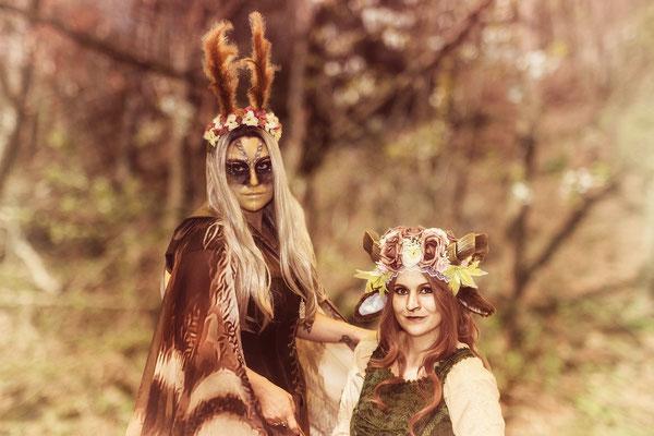 die Faun Meraluki (rechts) und die Mottenfee Catalea Cosplay (links)