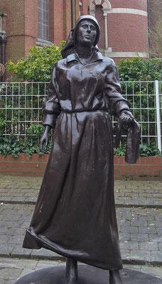 Albert- Mars- Marie, 6e statue vient d'être posée dans la ville. Cette statue représente un ange blanc, qui était au cœur du conflit, à la fois pour soigner mais aussi pour réconforter les soldats blessés.