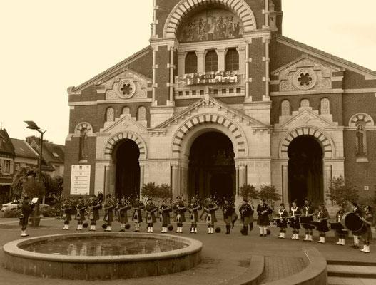 cérémonie 101éme anniversaire bataille de la somme 1er juillet 2017 les cornemuses de la vierge penchée albert