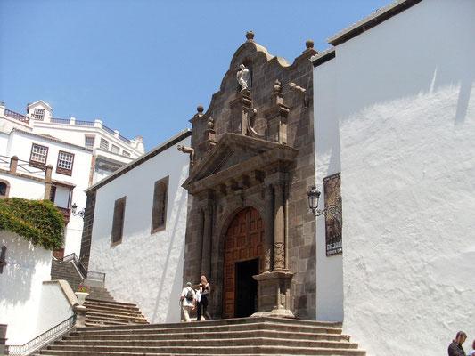 Kirche San Salvador, Plaza España