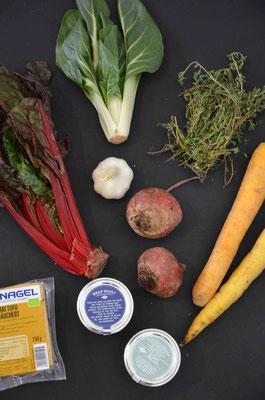 Dabei lässt sich viel verpackungsfrei oder -arm einkaufen, wie zum Beispiel auch die Hauptzutaten für die kleinen Gemüse-Quiches.