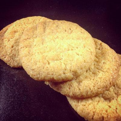 Hier nur ein paar der insgesamt 50 Kekse. Das Backen ist einfach, der Geschmack super.
