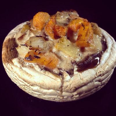 Gefüllter, großer Pilz, auch für den Grill gut geeignet.