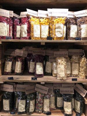 Viele kleine und große regionale Manufakturen sind in der Hobenköök vertreten und werden hier mit ihren handgemachten Produkten sichtbar gemacht.