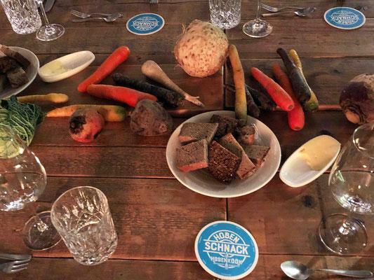 Regelmäßig finden in der Hobenköök Veranstaltungen statt, bei denen man die Landwirt*innen und Zuliefer*innen persönlich kennenlernen kann inkl. ihr mitgebrachtes Gemüse frisch vom Acker.