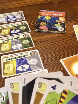 Trick ´n Trouble: Ein Kartenspiel für 3 Personen, das süchtig macht.