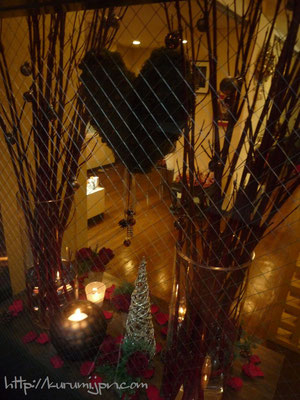 生け込み:ウィンドウ越しから見えるクリスマス
