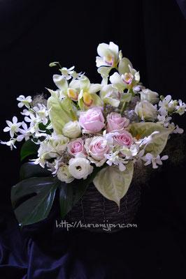 アレンジメント:法事に使われるお花。仏花の枠にとらわれずに故人様のイメージに合わせて・・・