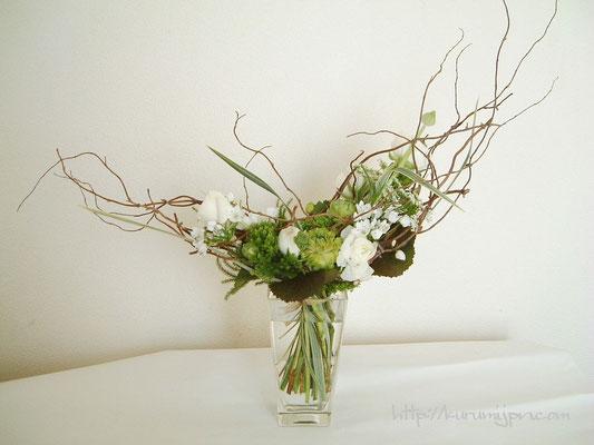 花束:三日月の形に枠組みの中に、花を入れて。(ブーケタイプ)