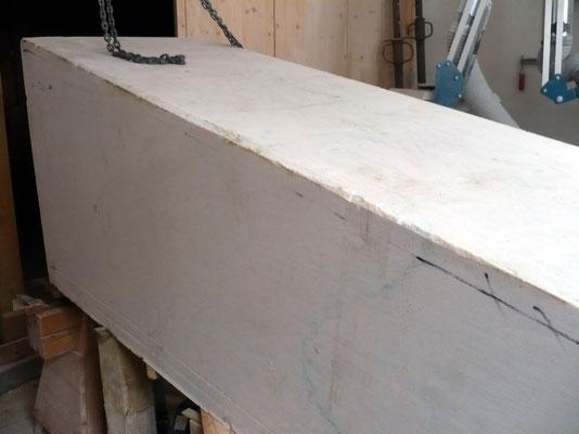 Der noch unbearbeitete Marmorblock