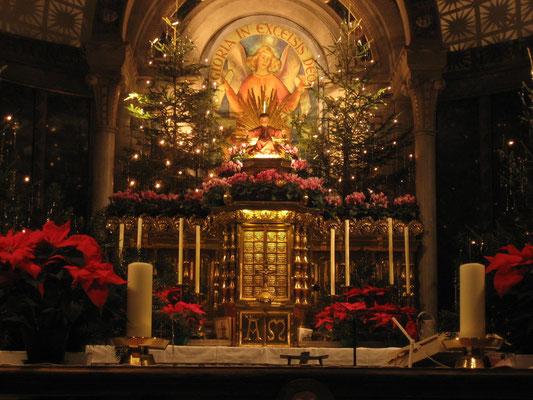 Hochaltar zu Weihnachten