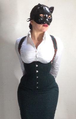 Corset à bretelle et jupe en tweed / Photographe :  Rrrdiaz