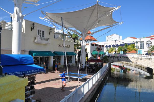Cancun Shopping Center