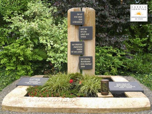 Familiengrab in deutschem Sandstein mit Gedenkspruch