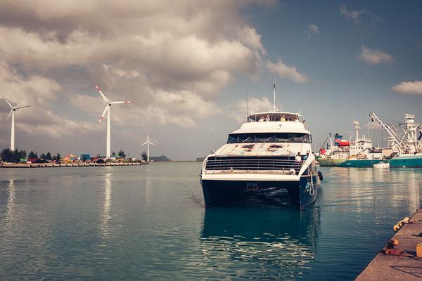 Ferry to Praslin