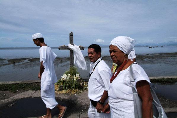 Rio de Janeiro, Prozession zu Ehren der Meeresgöttin Yemanjá, eine der wichtigsten Candomblé- Gottheiten.