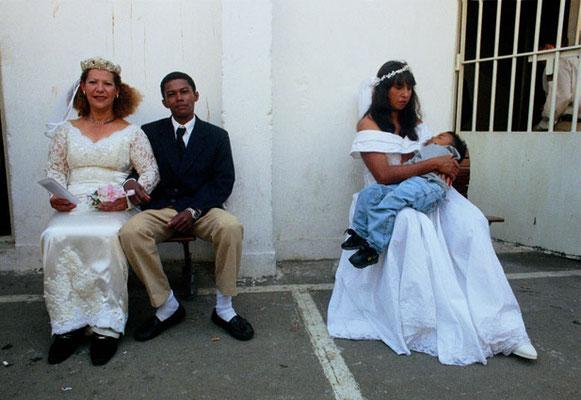 São Paulo, Kollektivvermählung im berüchtigten Gefängnis Carandirú, in dem zeitweilig bis zu 8000 Häftlinge einsaßen. Durch die Heirat wurde den Insassen Strafverkürzung von bis zu drei Jahren gewährt. Das Gefängnis wurde mittlerweile abgerissen.