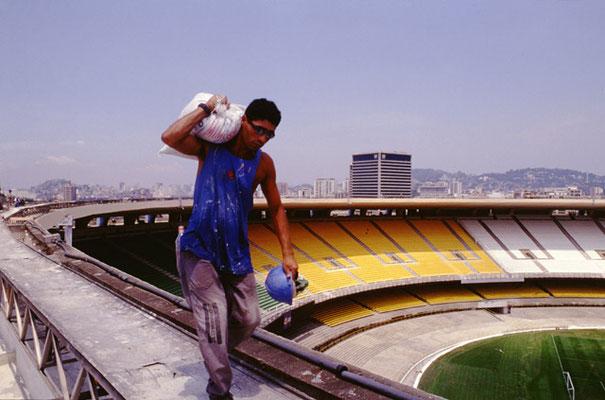 Rio de Janeiro,  Renovierungsarbeiten für die Fussball WM  im legendären Maracanã-Fussballstadium.