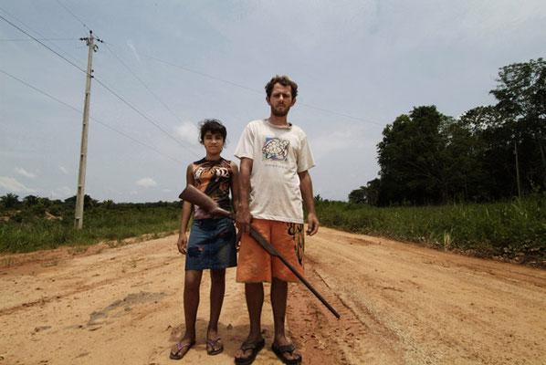 Humaitá, Bundesstaat Amazonas, Ein Siedler mit seiner 12jährigen Frau auf der verfallenen Bundesstrasse BR 319, die früher die Städte Porto Velho und  Manaus verband.