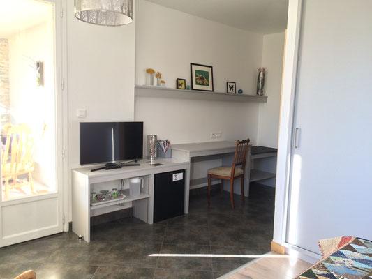 La chambre Nature côté espace de travail (Villa Victoria Chambres d'hôtes en Auvergne)