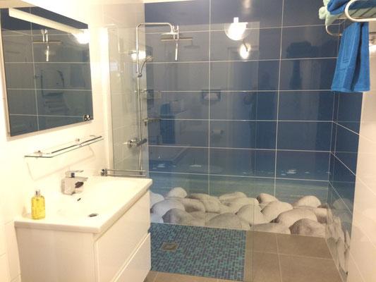 La salle de bain de la chambre d'hôtes Zen (Villa Victoria Chambres d'hôtes en Auvergne)