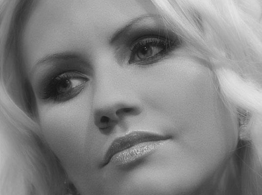 Playmate Juliane Raschke auf der Photokina