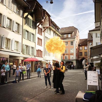 Feuershow mit Feuerspucken in der Schweiz