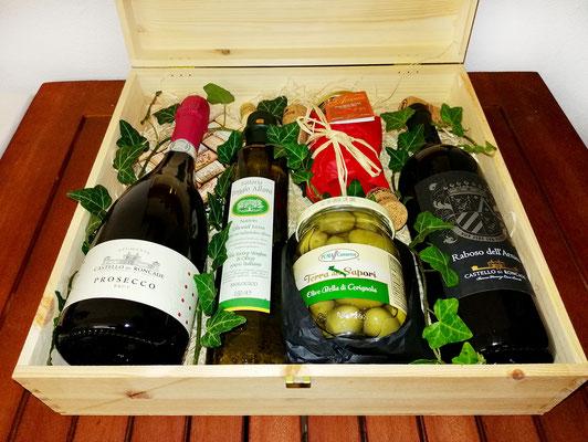 Geschenkidee: Holzkiste mit zwei Flaschen Wein