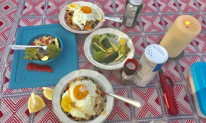 Couscous-Salat mit Spiegelei und Gemüse für's Kind (das mittlerweile aber auch alles andere isst)