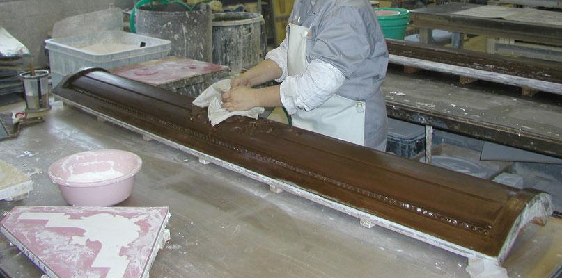 石膏を流し込む型の下準備