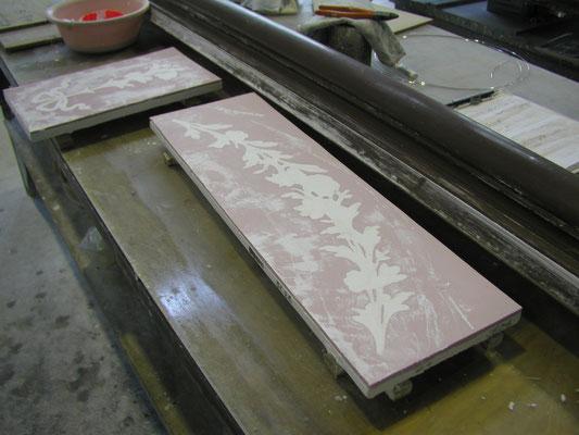 余分な石膏を除き、成型