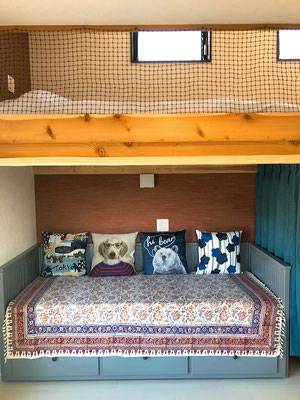 Upstairs : Japanese-style Futon set / Downstairs : Day bed