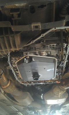 Getriebeservice: Neues Öl, neuer Filter, neuer O-Ring am Filter, neue Dichtringe am Stecker, alles reinigen...