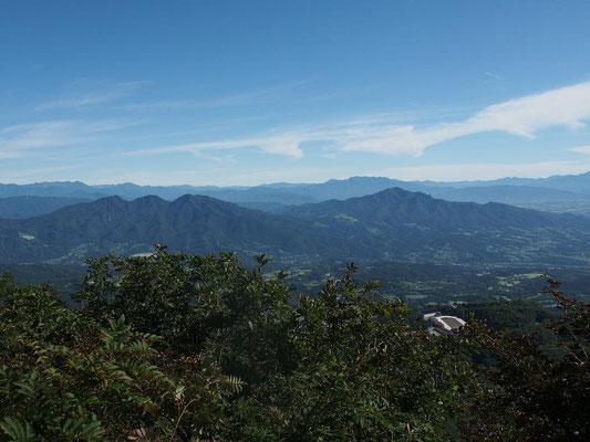 右・子持山  左・小野子山・十二ヶ岳