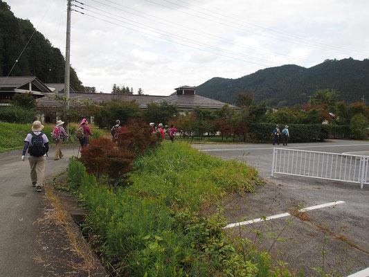 道の駅間近