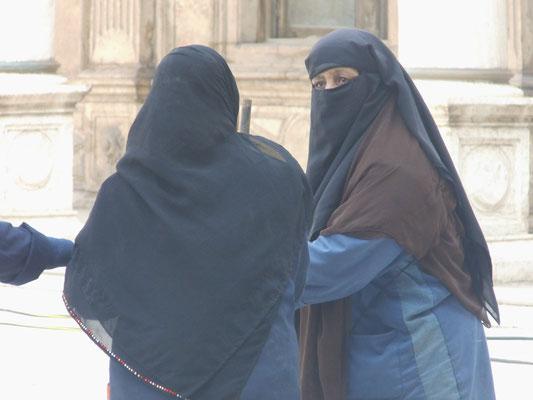 Kehrfrauen in der Mohammed-Ali-Moschee.