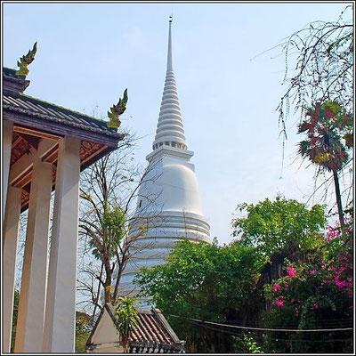 White Chedi - Wat Chaloem Phra Kiat Woraviharn - Nonthaburi