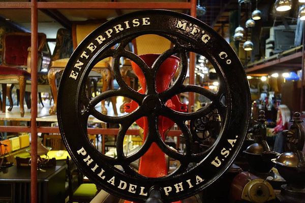 Papaya Studio is the biggest vintage store in Asia - Lat Phrao Rd Soi 55/2 - Bangkok - Thailand
