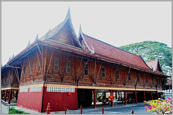 Wat Chaloem Phra Kiat Woraviharn - Nonthaburi