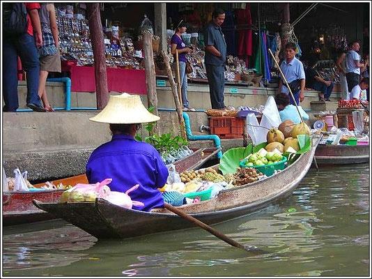 Bangnoi Floating Market - Amphawa