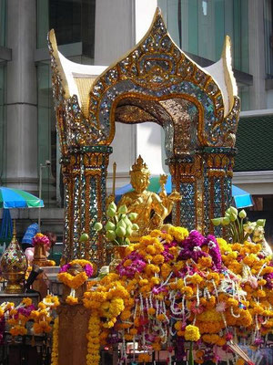 Erawan Shrine (BTS Chit Lom Station, Sukhumvit Line)