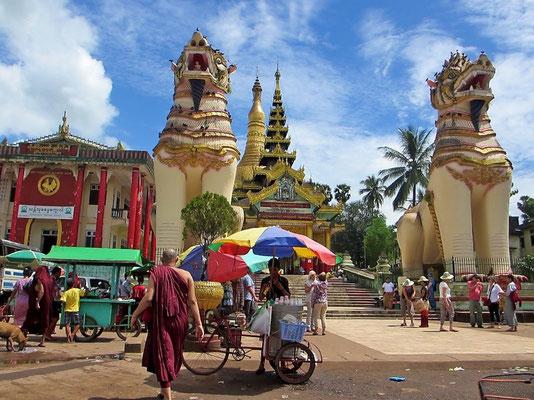 Entrance North At The Swedagon Pagoda - Yangon - Myanmar