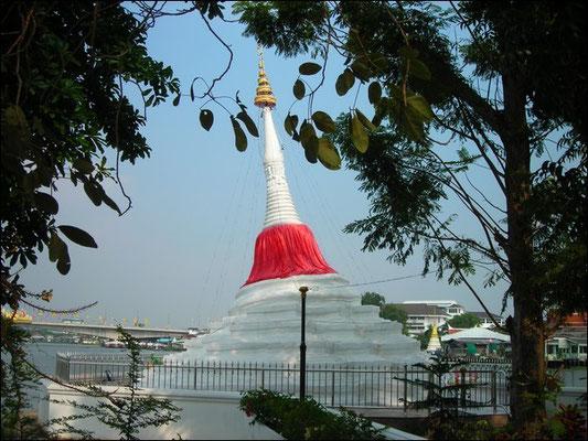 The Leaning Mu Tao Pagoda - Koh Kret